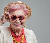 """高齢女性の25%が""""ひとり暮らし""""へ。「家族と同居するよりも幸せ」との調査結果=川畑明美"""