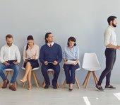 """副業で稼ぐなら「失敗しやすい人気仕事」をまず避けよ。ライバルが少ない""""自分の土俵""""を見つける方法=俣野成敏"""