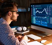 日経平均909円安は「押し目買い好機」か否か?米株安を受けても買われた業種・銘柄にヒントあり(5/11)