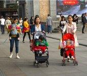 中国「3人目出産容認」で拡大する育児市場。親の年齢で消費動向に差、日本の子育てに影響も?