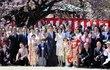 桜を見る会で数千万に関与した疑いのある安倍首相「お友達」の名