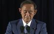 菅首相「イヤホンの付け方」に世界が失笑も、全く笑えぬ危険な兆候とは?