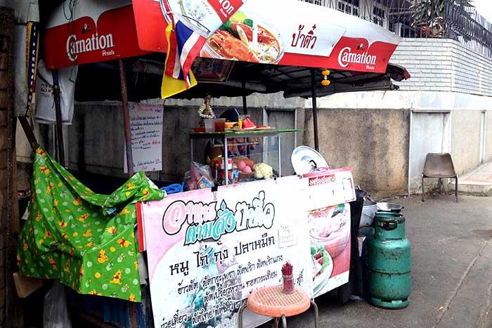 タイ料理注文屋台『パーティウ』外観