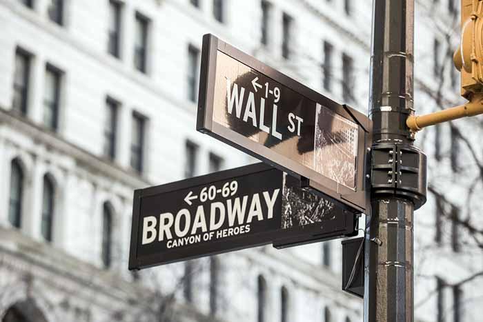 米FRB議長『金利引き上げは先送りされるかも』と予測!これで春先の株価暴落は回避か