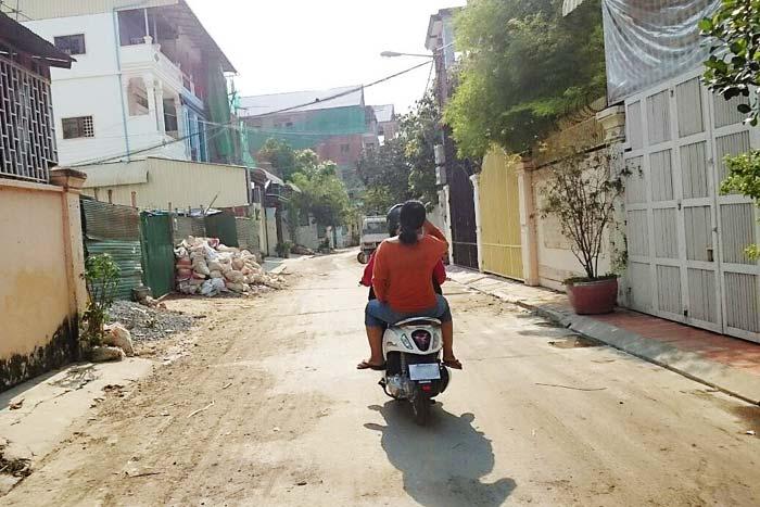 家と職場と学校を、毎日バイクで忙しく駆け回るシャングリー君