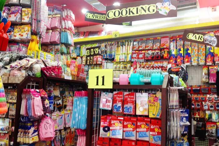 日本でもおなじみの調理用品が並ぶ