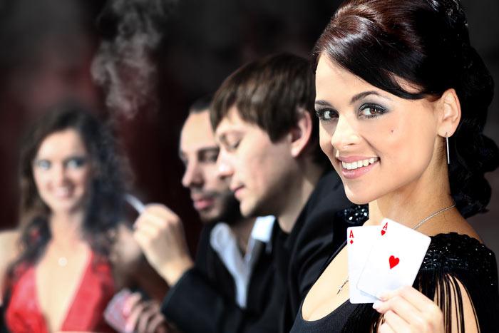 カジノ全面禁煙の「ギャンブル」に挑むマカオ、喫煙ルームで悩む