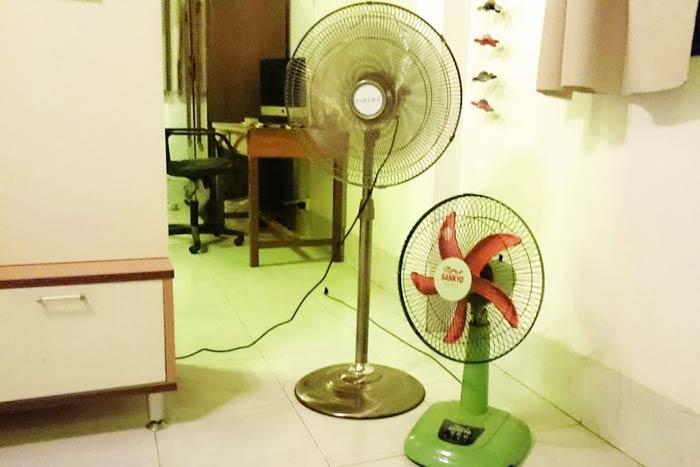 我が家の扇風機。値段は左が65ドル、右が10ドルとこれまたピンキリ!