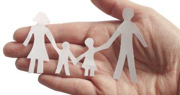 学資保険と終身保険、子どもの教育費捻出にはどちらが向いている?