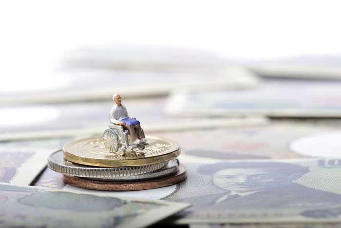 1765万円の貯金が24年で枯渇する!「介護破産」を防ぐための保険知識=新美昌也