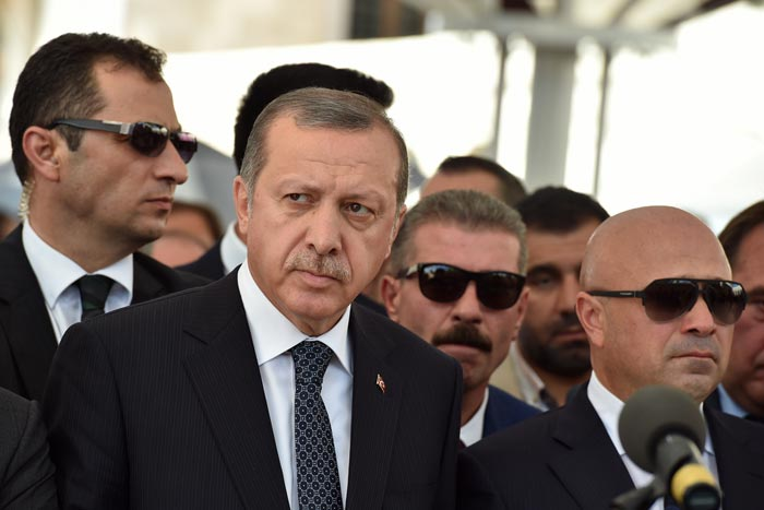 記者に終身刑も。IS原油密売の露呈を怖れるトルコ大統領の言論封殺