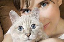 160508cat-woman-r_eye