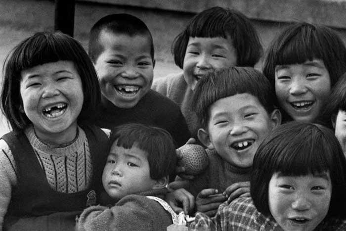 【超貴重】第二次世界大戦直後の日本の子どもたちのモノクロ写真20枚!