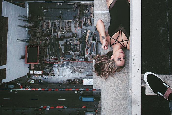ドキドキの相乗効果!日本人写真家の「セクシー美女×高層ビル」に世界が注目