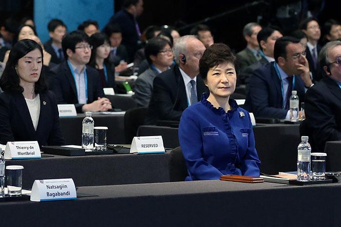 """中国に""""離婚""""迫られた韓国、カネで買ったAIIBポストを失い茫然自失=黄文雄"""