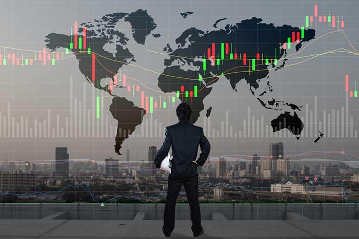 円高なのに下がらない日経平均株価は「18,000円」を目指している=長谷川雅一