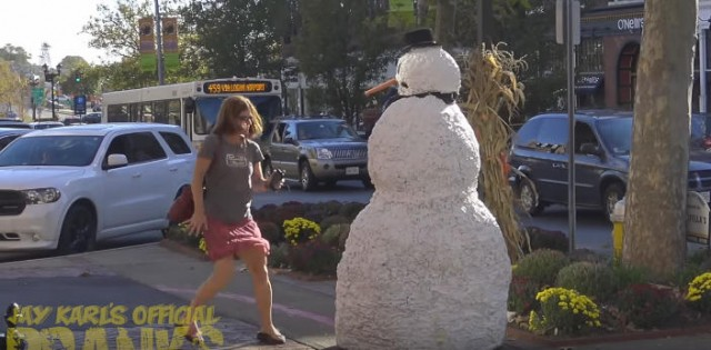 出典:YouTube(The Scary Snowman)