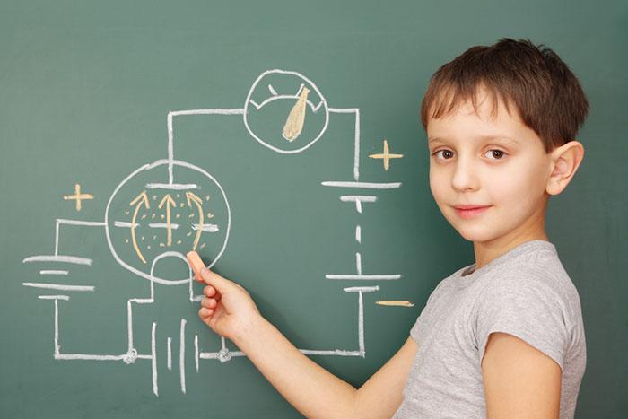 今どきの中学生が「技術」の時間に作るラジオがハイテクすぎてスゴイ!