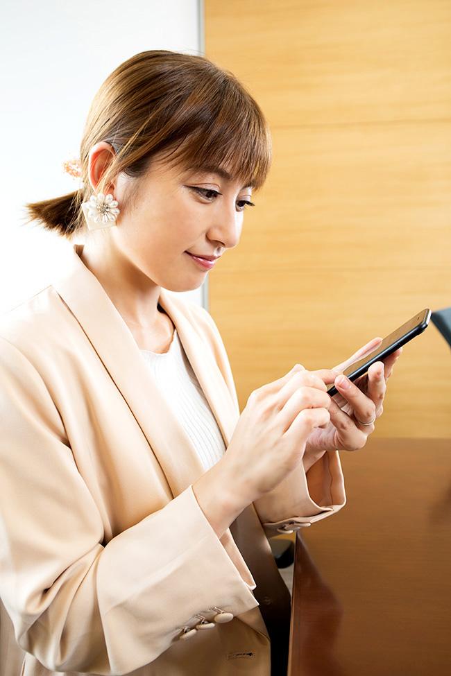 「LINEみたいですね」最新の投資助言アプリに興味津々の熊田さん