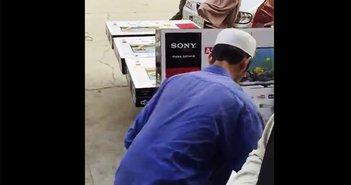 サムスン製がソニー製に早替わり!「メイドインジャパン」密造工場の動画が流出