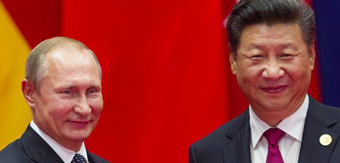 171119XiJinping_Putin_eye
