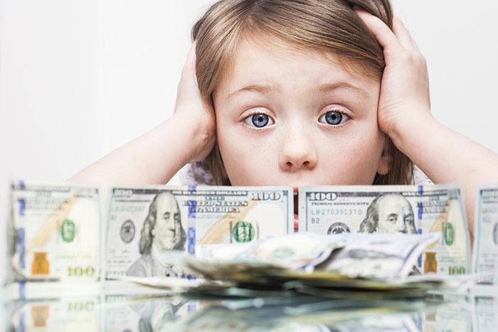 米国の債務残高「20兆ドル」を100ドル紙幣で並べてみた ⇒ もはや意味不明!?