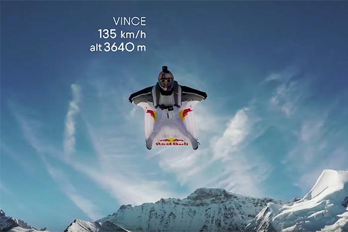 ムササビスーツで山頂からダイブ! そのまま飛行機に飛び乗るチャレンジ動画が凄い