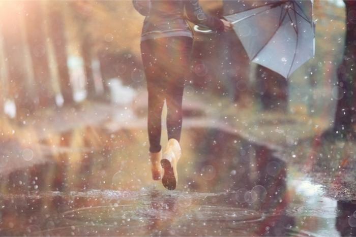 傘がない、そのとき「歩く」か「走る」か? どちらが濡れないのかを検証