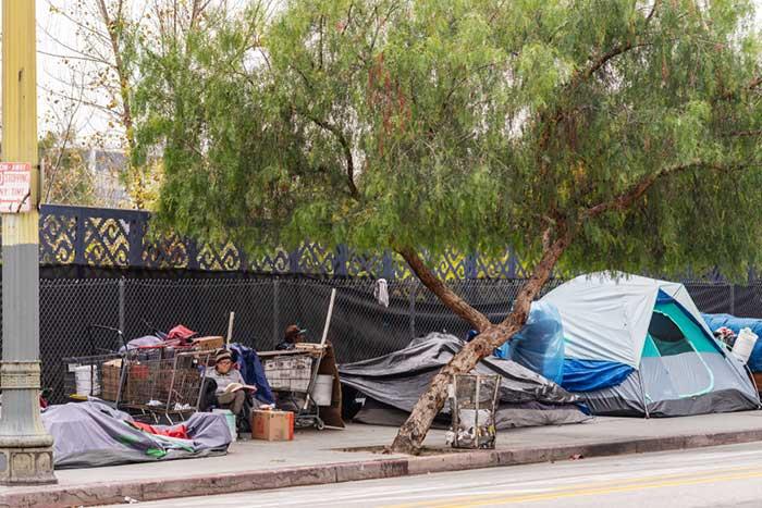 なぜ史上最低の失業率なのに、アメリカでホームレスが増え続けるのか?