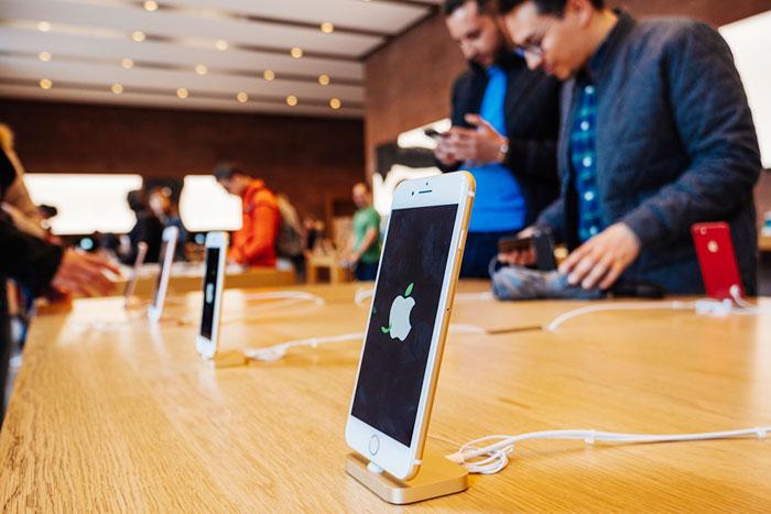 スマホ世界出荷台数はマイナス成長へ。王者Appleとアプリ業界はどう動く?=シバタナオキ