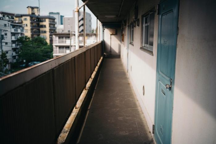 廊下の幅も需要なチェックポイント。図面上は合法でも、必ず実測して法律を満たしているかを確認する