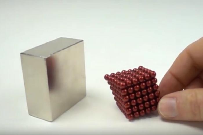 まるで生き物! 磁石と磁石がぶつかる瞬間を捉えたスロー映像の未来感がすごい♪