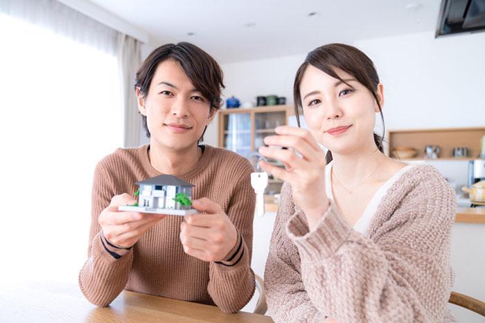 生きるも死ぬも日銀次第。住宅ローンを変動型で借りる人が急増している=久保田博幸