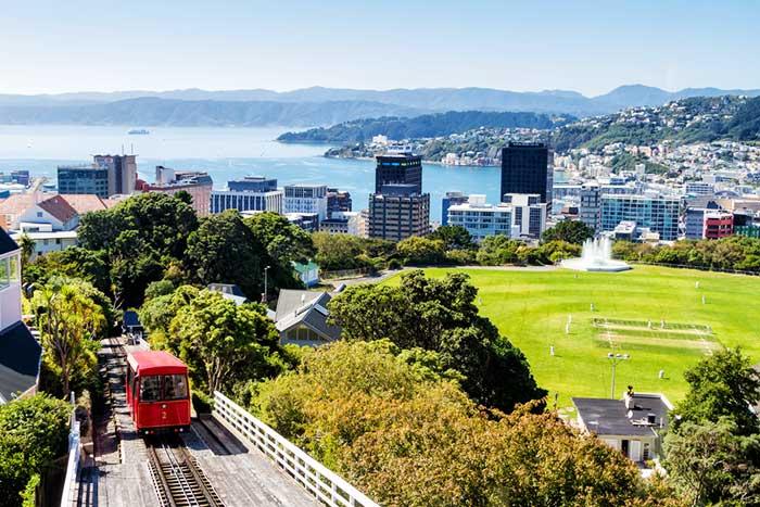 米主流メディアが「経済崩壊」報道へ転換、億万長者はニュージーランドに逃げ始めた