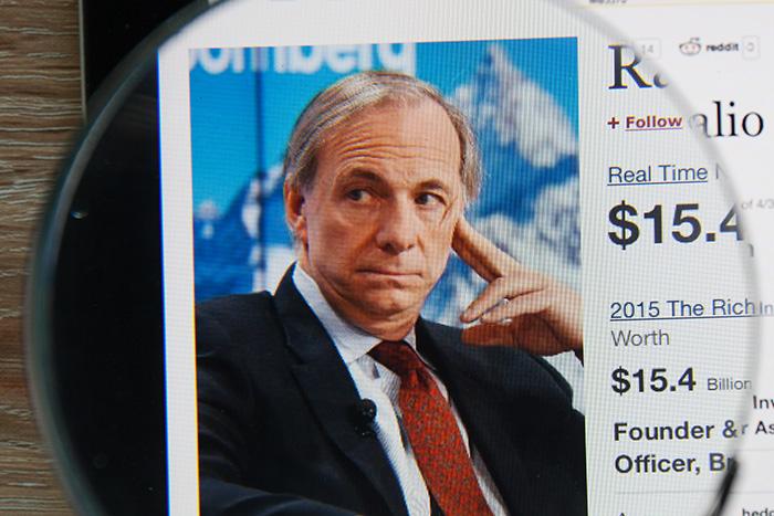 帝王レイ・ダリオが警告する2年後の景気後退と米ドル危機、そのとき日本は…