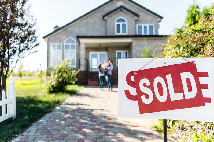 高齢化でマイホーム売却が急増中。無計画だと大損することになる=川畑明美