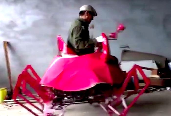 中国のエジソン!? 農家の男性が開発した「カニ型ロボット」が面白いと話題
