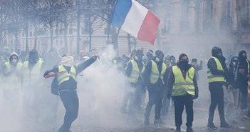 日本では報道されないフランス暴動デモの凄まじさ、民衆は増税に怒っている=児島康孝