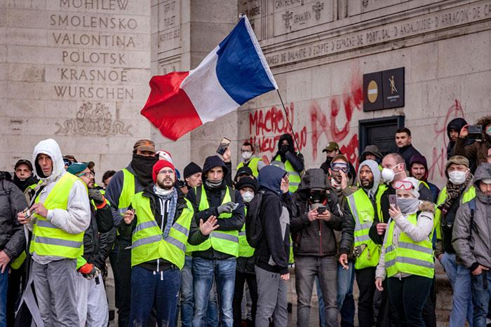 誰がフランス抗議デモを扇動?カラー革命やアラブの春に近い「黄色いベスト」運動=高島康司