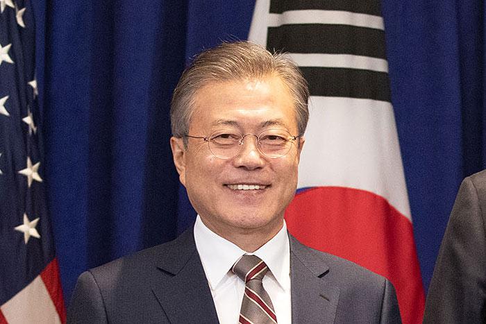 さらなる最低賃金アップで沈む韓国経済、文在寅大統領の支持率は45%に急落へ