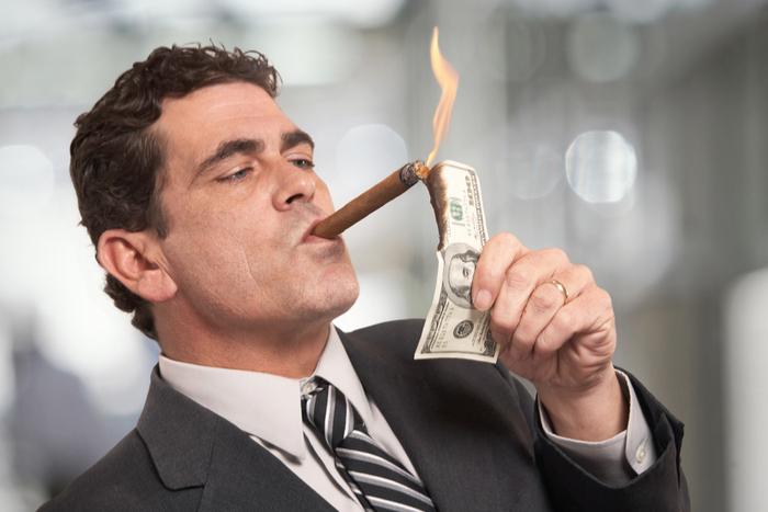 景気悪化の元凶は富裕層。消費増税を見直さない限り日本経済の衰退は避けられない=矢口新