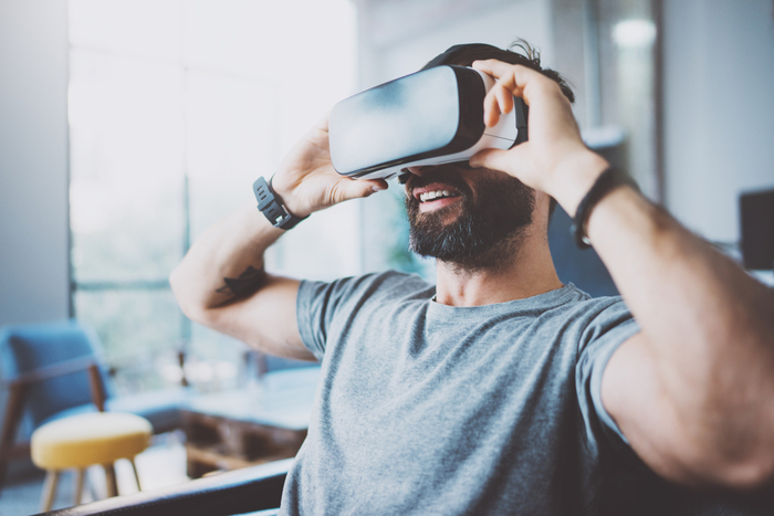 手術も可能に? VRはブロックチェーンとの融合で遠隔医療の高度化が進む理由=高島康司