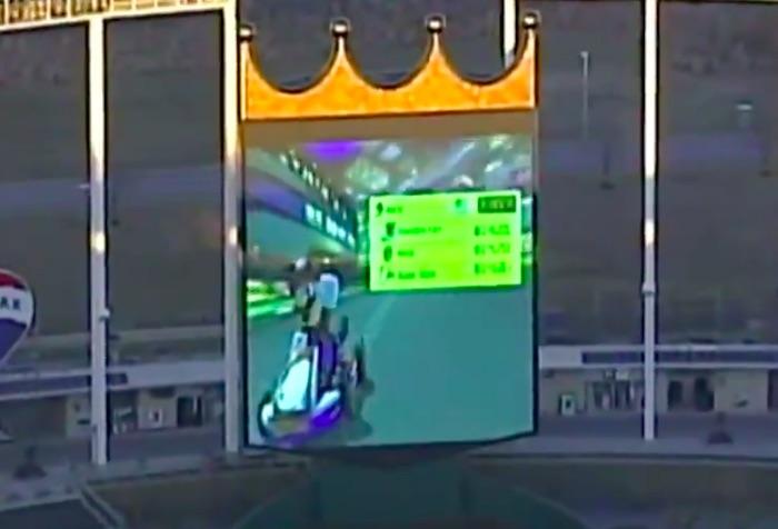 【球団公認】球場の巨大スクリーンで「マリオカート8」をプレイしてみた