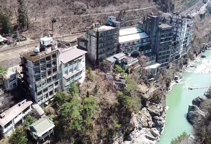 廃墟マニア必見。鬼怒川温泉の廃ホテル群を4Kドローンで撮影してみた