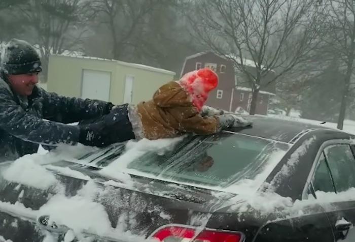 「雪かきしたい父」と「遊びたい子ども」両者の希望を叶える方法とは?