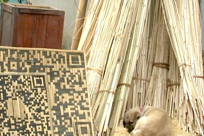 竹細工で「QRコード」を作る65歳の中国の竹織り職人の神業が凄すぎる!