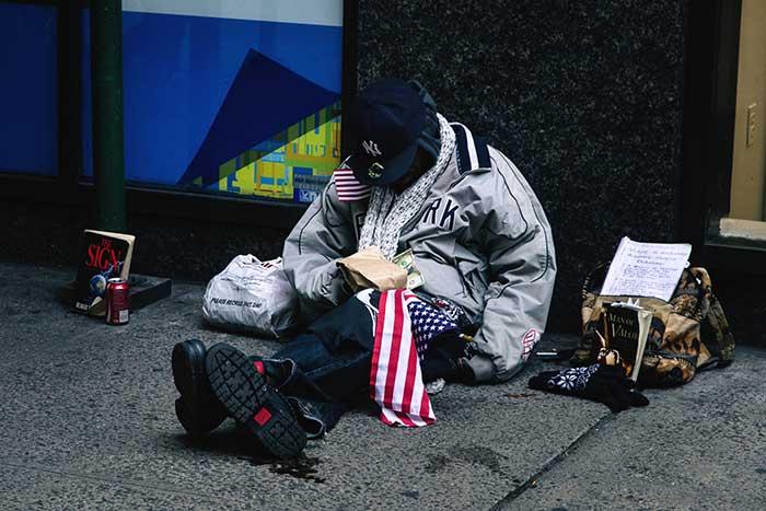 借金まみれの米国人が急増中。ついにリーマン危機当時の借金総額を超え、経済破綻は目前か