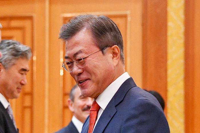 反日政策で自分の首を絞める韓国・文在寅大統領、若い世代の反発で窮地に=勝又壽良