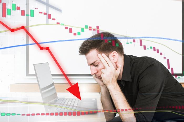 高値更新するNYダウに比べ、下値を模索する日本株…個人投資家の心理状態は?=炎