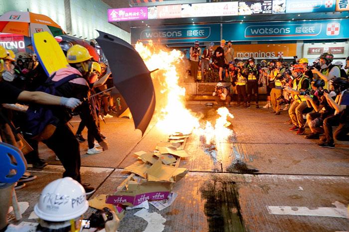 香港と中国本土の境界付近に人民解放軍が大規模に集結、軍事介入のリスク高まる=児島康孝
